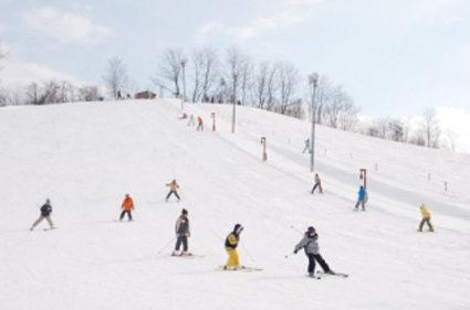 〈美郷町〉後三年スキー場 ▷小さい子どもや初心者にも人気