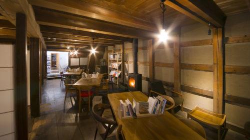 【冬のカフェvol.7】インテリアショップ&ブックカフェ momotose▷内蔵×薪ストーブの暖かみに浸ろう