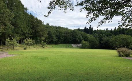 〈上小阿仁村〉仏社地区山村広場▷大自然に囲まれ森林浴にも最適
