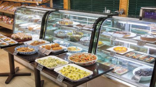 FRESH GREEN 直売所と食堂▷地元産の採れたて野菜・果物を取り揃えるお店 季節食材を使ったバラエティ豊かな惣菜も人気