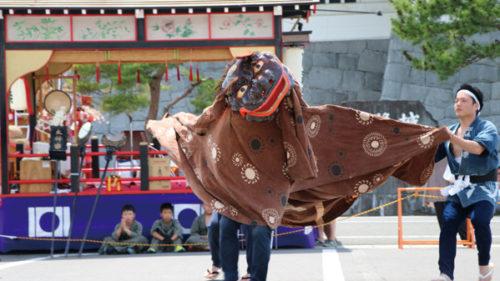 〈由利本荘市〉旧藩祭 ▷旧亀田藩を偲び町内を練り歩く