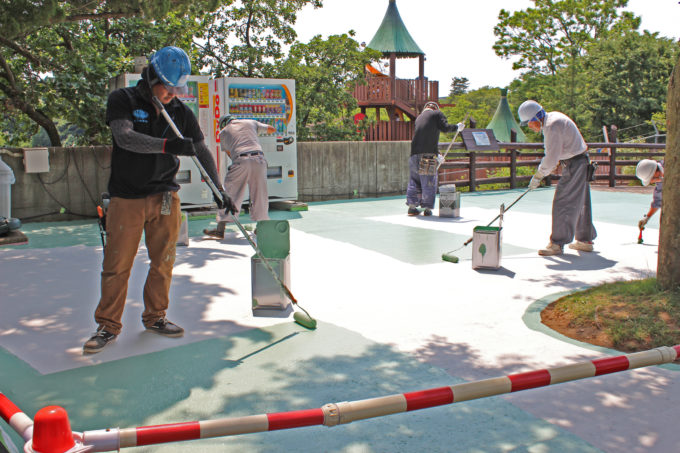 日本塗装工業会秋田県支部は、大森山動物園へ塗装ボランティア活動を毎年実施。地域への密着と繁栄に貢献!