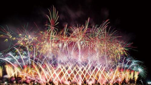〈大仙市〉第93回全国花火競技大会 大曲の花火▷大会提供花火はわらび座監修! ドラマ仕立ての構成に