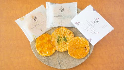 美出ル処秋田ノ米菓子 鼎庵▷職人の手作業で丹念に 米の旨みが感じられる一枚を提供