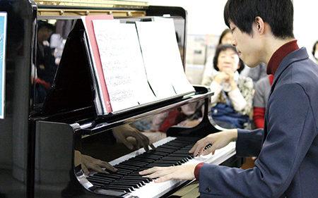 〈潟上市〉そうだ 道の駅で聴こう!「 塔のふもとの音楽会」▷心地良いピアノの音色に耳を傾けて