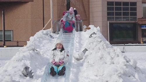 〈秋田市〉なかいちアイスパーク▷氷の滑り台で秋田の冬を楽しもう