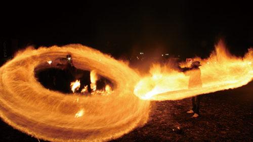 〈仙北市〉角館火振りかまくら▷雪の中に火の輪が踊る小正月行事