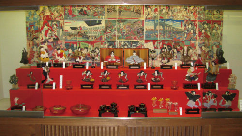 〈仙北市〉角館のひな人形展▷今年は古雛と押絵を中心に展示
