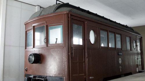 〈羽後町〉旧雄勝線電車車両保存庫▷約半世紀の歴史を持つ木造客車「デハ3」の保存庫