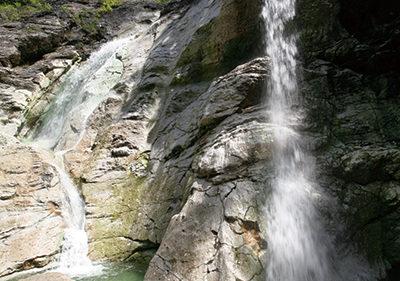 〈湯沢市〉川原毛大湯滝▷滝そのものが温泉の「湯の滝」