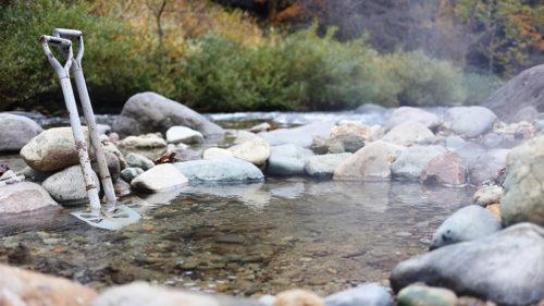 〈湯沢市〉川原の湯っこ▷地域住民のアイデアで誕生 自分だけの足湯を作れる