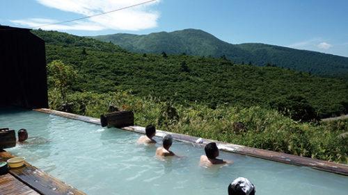 〈東成瀬村〉須川温泉 栗駒山荘▷須川高原の大自然が一望できる