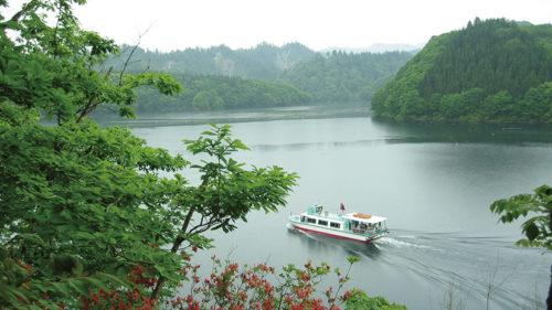 〈北秋田市〉 太平湖遊覧船・小又峡▷