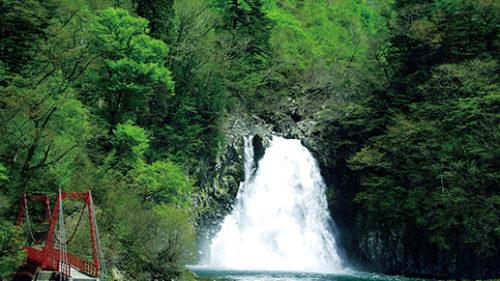 〈由利本荘市〉法体の滝と玉田渓谷▷日本の滝100選にも選ばれる名瀑