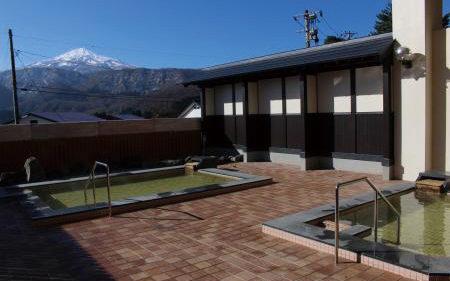 〈由利本荘市〉猿倉温泉▷鳥海山を間近で見られる天然温泉