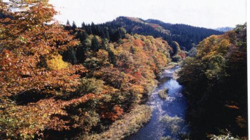 〈上小阿仁村〉大錠渓谷 紅葉▷ダム×紅葉による秋の景色を満喫