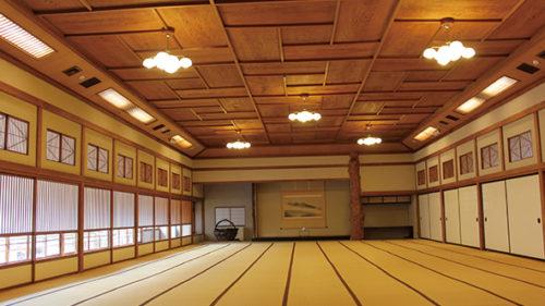 〈能代市〉旧料亭金勇▷天然秋田杉の良材による上品な造り