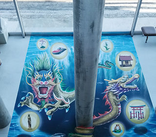〈仙北市〉田沢湖 たつこ姫伝説と共に トリックアートを体験しよう!!▷トリックアートで日本一の水深を体験