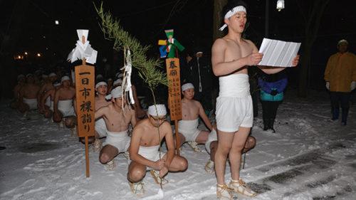 〈八郎潟町〉一日市裸参り▷新年への願いを込め町内神社を参拝