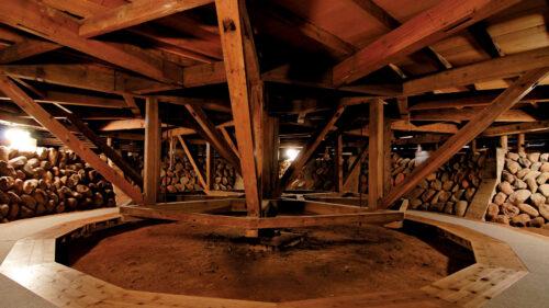 〈小坂町〉康楽館 冬期間の特別体験▷舞台装置を回す貴重な体験を
