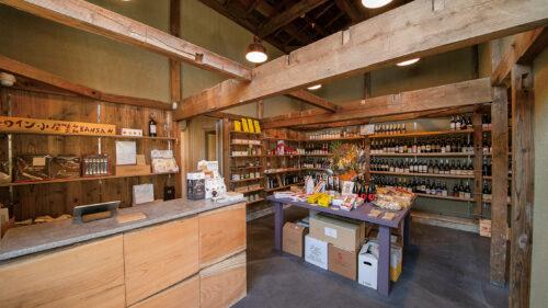 ワイン小屋 BANSAN▷土壁とインテリアが融合した空間でワインの魅力に触れる
