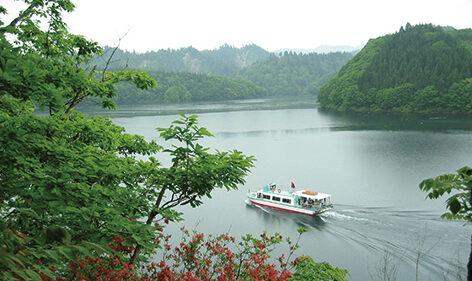 〈北秋田市〉太平湖遊覧船&小又峡▷涼風を感じながら太平湖をクルーズ