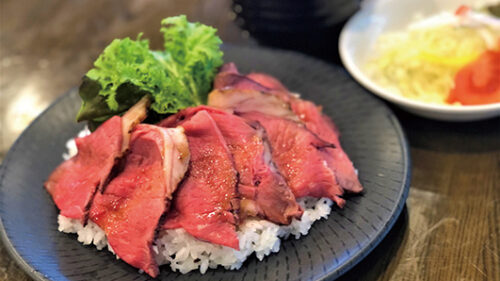〈潟上市〉ローストビーフ丼▷たっぷりのローストビーフに舌鼓