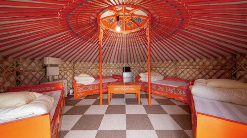 象潟モンゴルヴィレッジ バイガル▷夕陽と潮騒に囲まれながらグリル料理とゲル宿泊を楽しもう