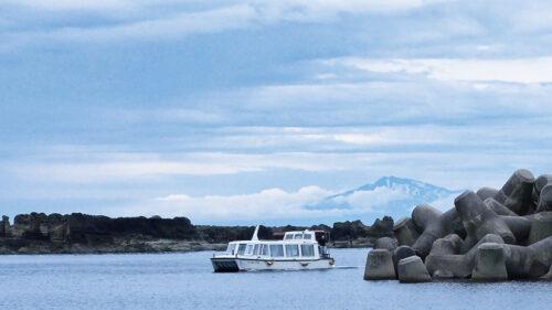 〈男鹿市〉男鹿半島観光遊覧船で楽しむ絶景クルーズ▷海上からしか見られない男鹿西海岸の景色を楽しもう!