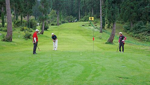 〈東成瀬村〉ジュネス栗駒カントリーパーク パークゴルフ場▷大森山を眺めながらゴルフを満喫