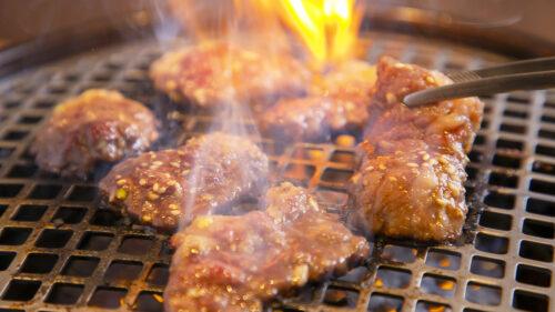 秋は食欲増進、肉三昧!あきたタウン情報11月号は「今こそ、肉を食べよう!」